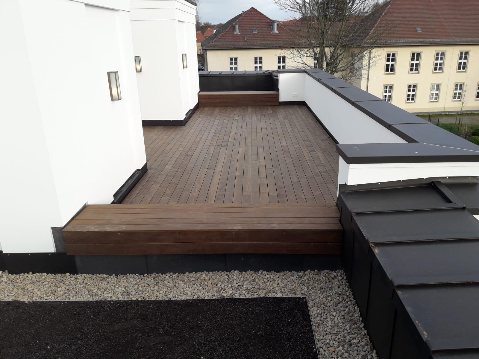 Dachdeckerei_Rebau_Dachterrasse_Holz