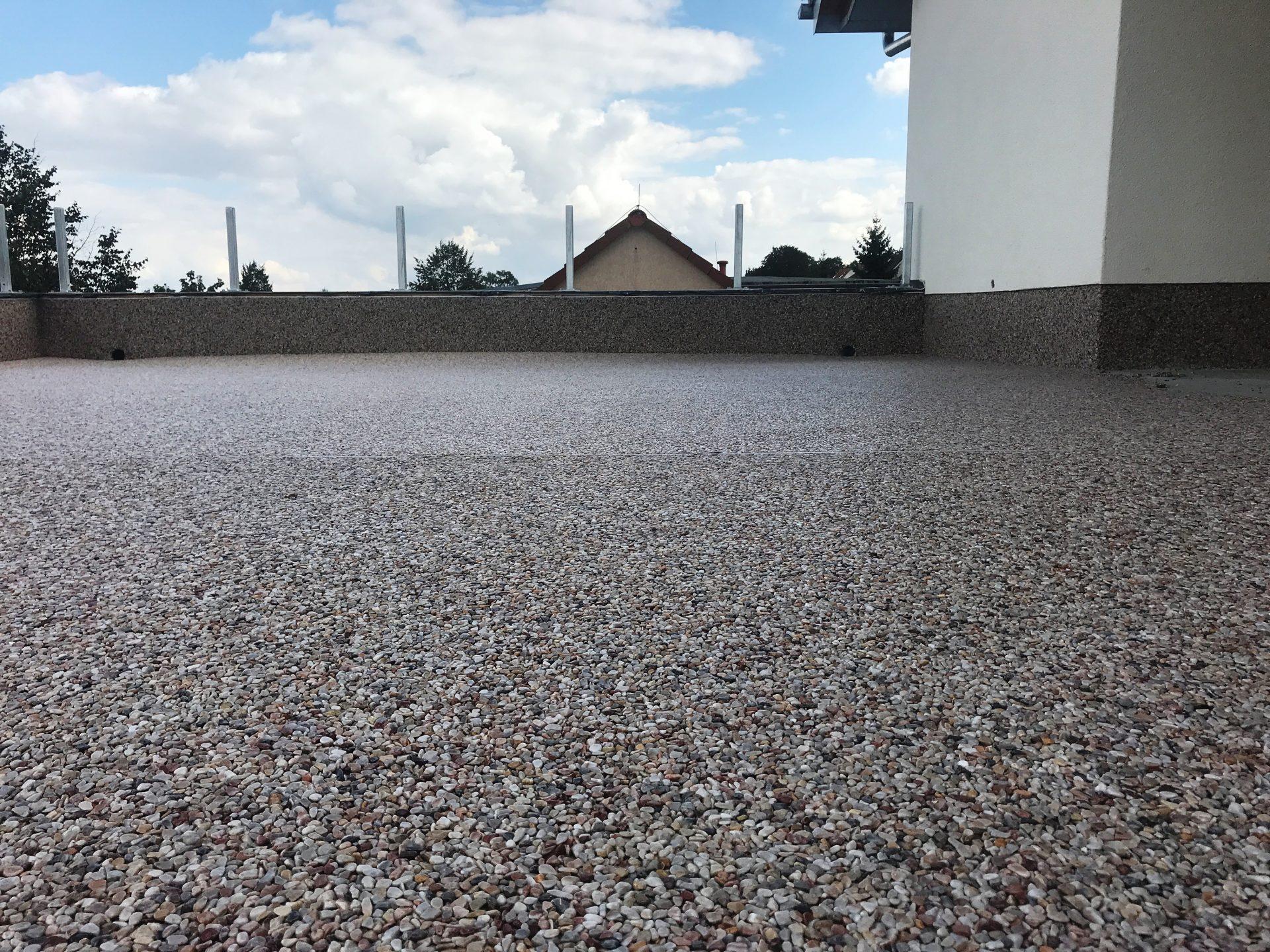 Rebau_Bodenbeschichtungen_Steinteppich
