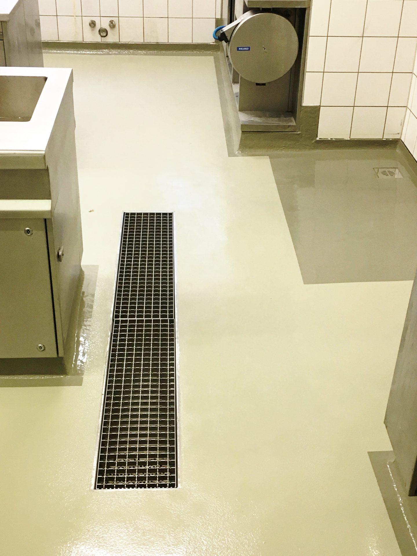 Rebau_Innenbodenbeschichtung_Flüssigkuststoff